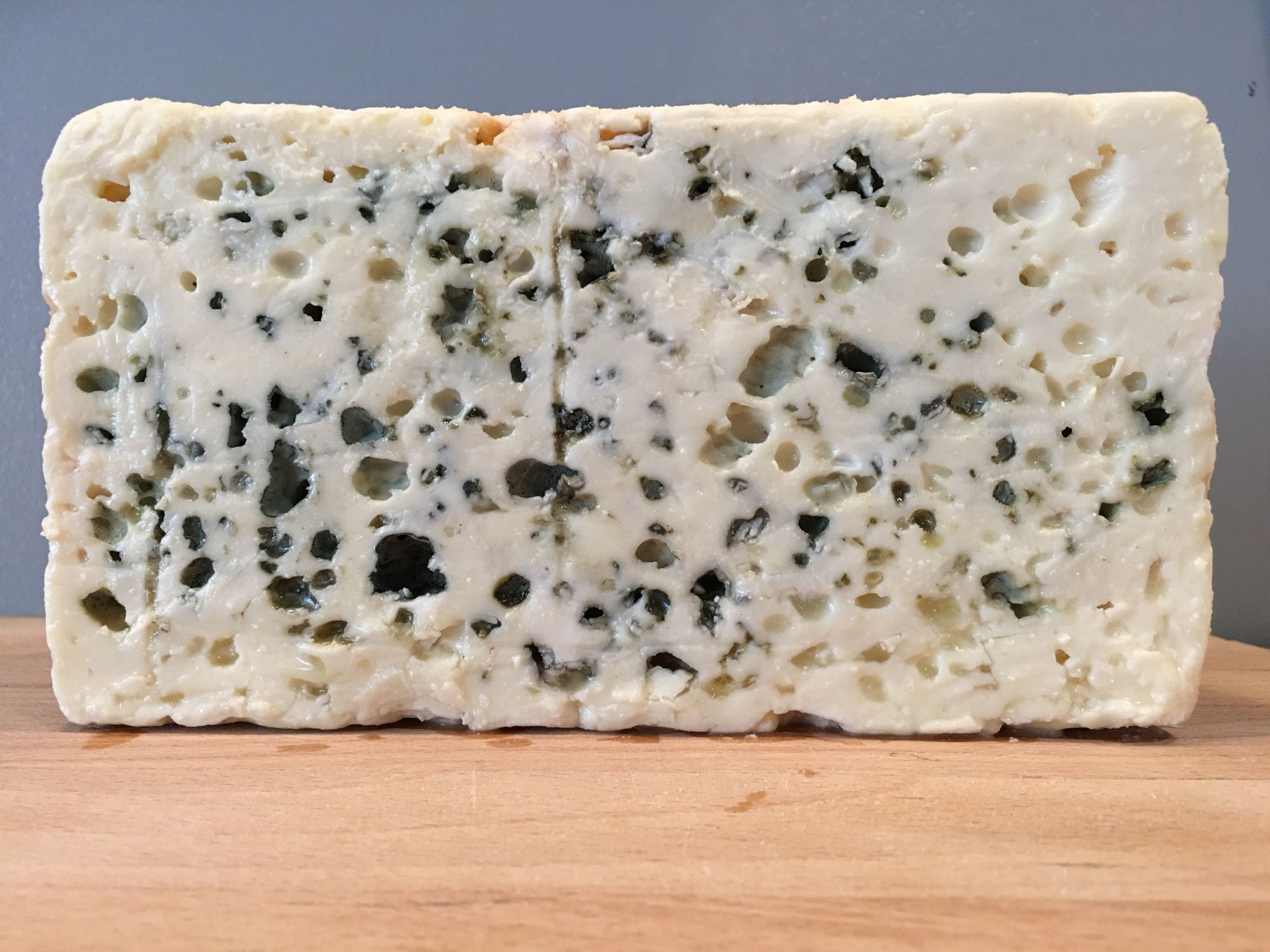 learn-different-types-of-cheese-roquefort
