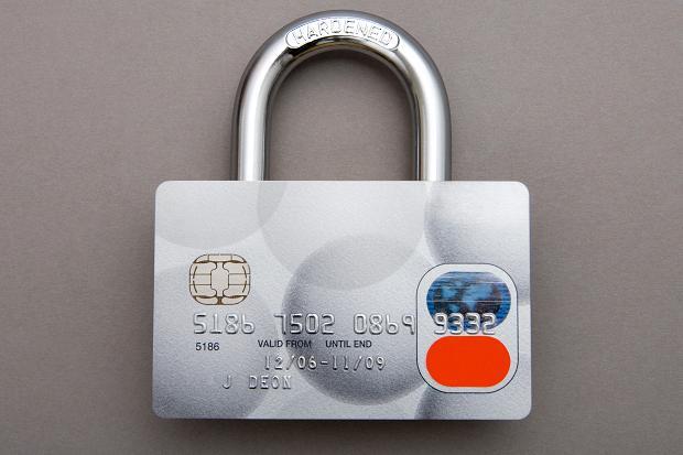 gembok kartu kredit