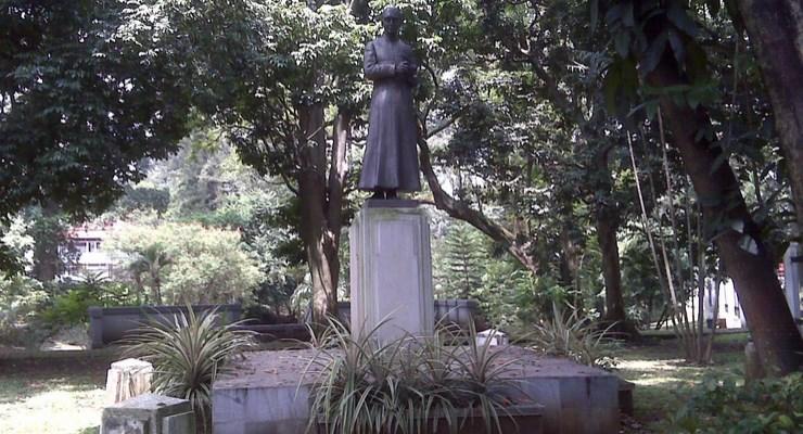 Pastor Statue