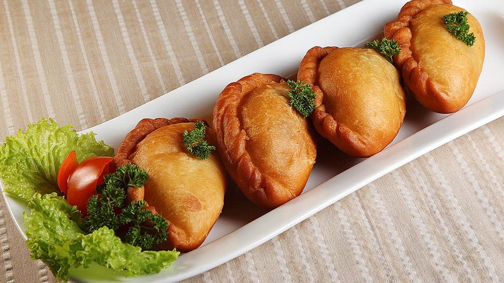 Kue Panada khas Manado Sajian Restoran Rarampa di kawasan Mahakam, Jakarta. Kompas/Riza Fathoni (RZF) 06-05-2015 utk Santap Koming