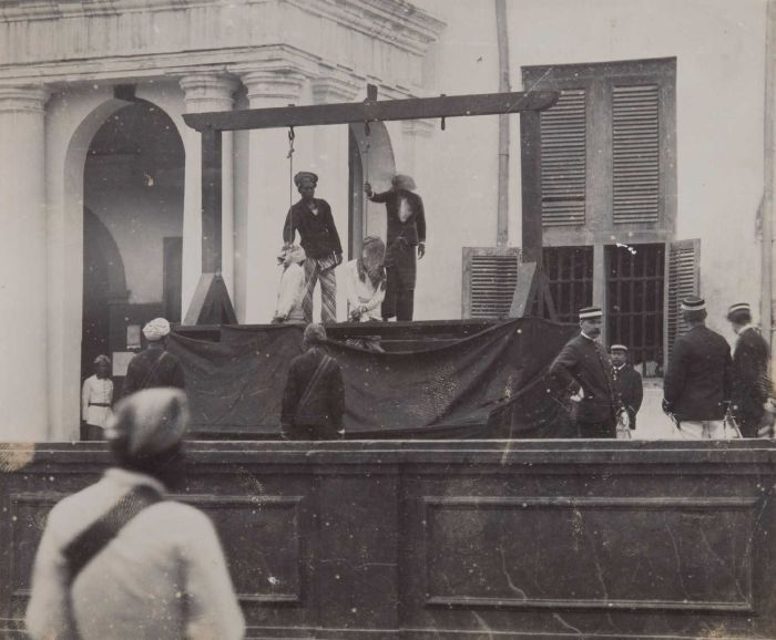 Execution in the front of Stadhuis during Dutch colonial era