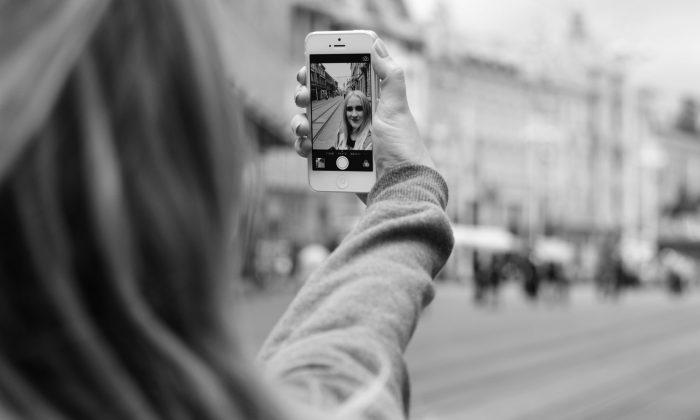 Selfie 101: 7 Tricks to Snap the Best Selfies