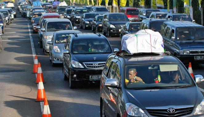 Traffic jam during Mudik season usually happens at certain road in the northern or southern route along Java Island