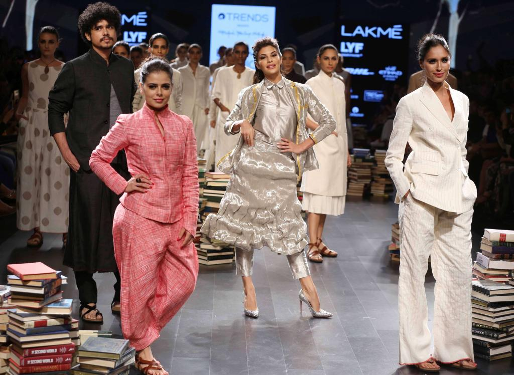 LFW 2016: Jacqueline Fernandez shimmers as she walks the ramp for Rajesh Pratap Singh