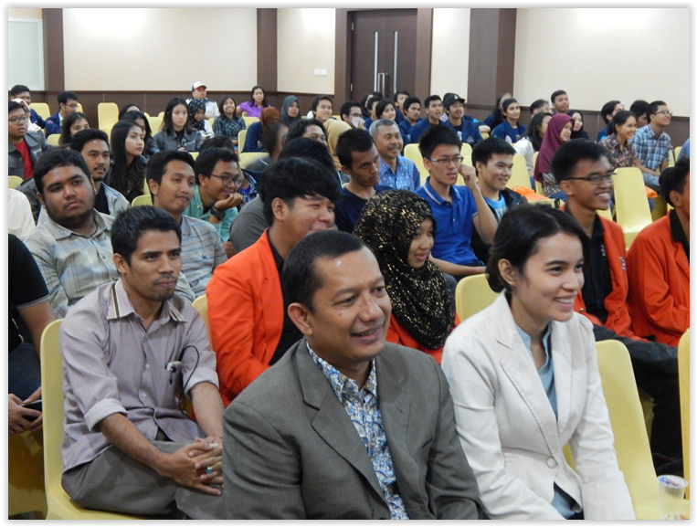 Students and Faculty engaged in proceedings at the Best of India KNITE seminar