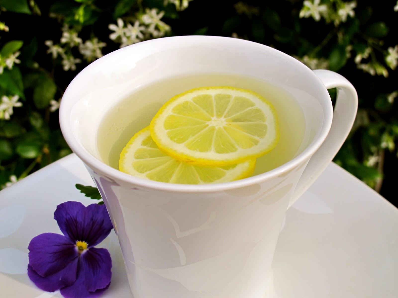 2-hot-water-and-lemon