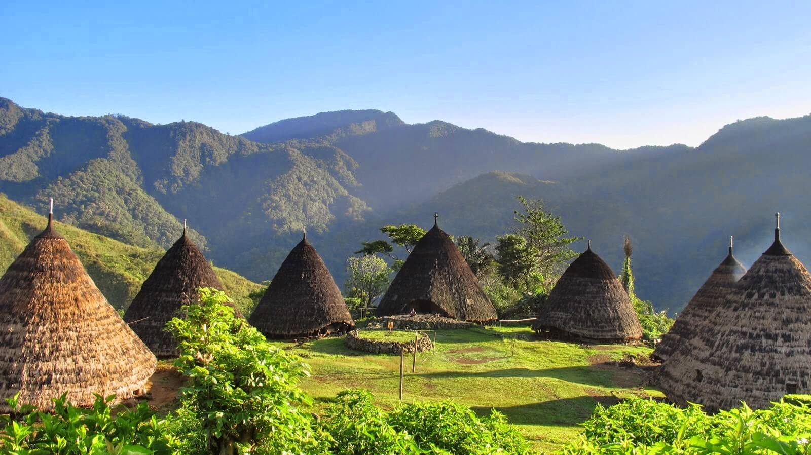 The cone houses at Wae Rebo village