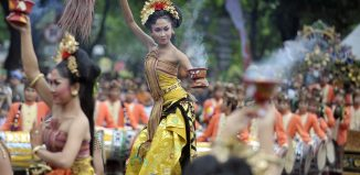 Going to Bali for New Year? Don't Forget to Visit Denpasar Festival 2016!