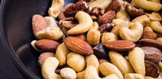 7 healthy snacks to keep at your work desk