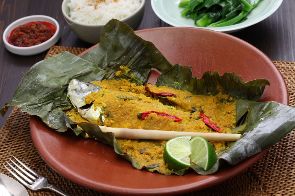 7 delicious Indonesian dishes wrapped and cooked using leaves