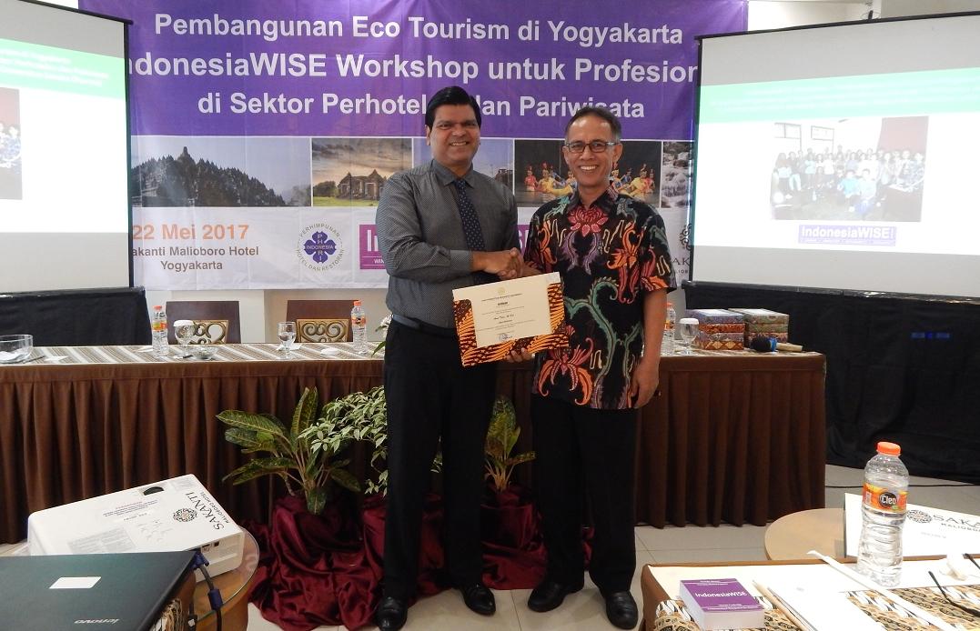 Bp Rohandi Dean of Universitas Sanata Dharma presents Best Mentor Award to Amol Titus