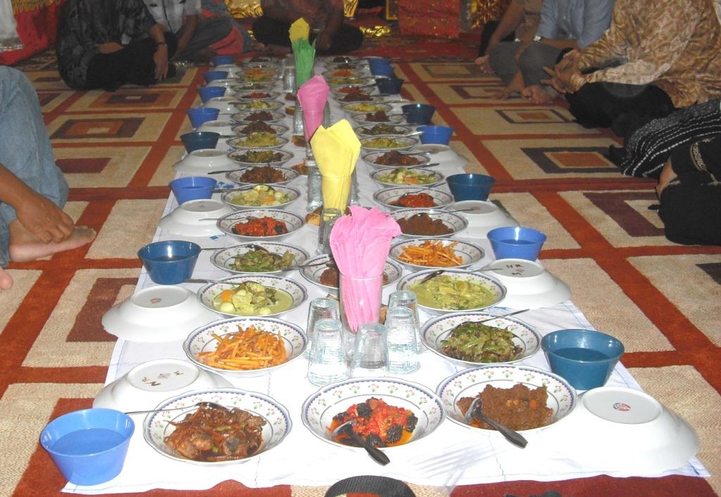 Indonesian Dining Etiquette  Indoindians