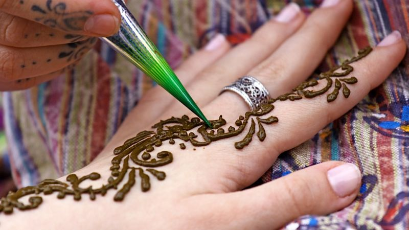 Mehendi or Henna artists in Jakarta