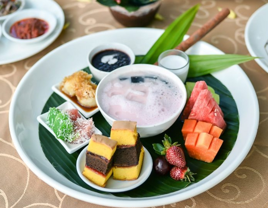 7-Recommended-Places-to-Eat-Indonesian-Desserts-in Jakarta-Takjil-in-Indonesia