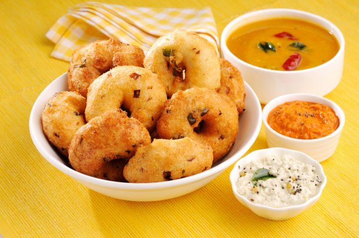 Medu Vada Sambhar Coconut Chutney Tomato Chutney