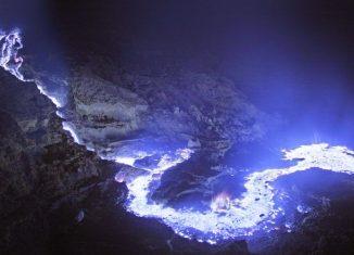 Natural-Wonders-of-Indonesia-Kawah-Ijen-Banyuwangi