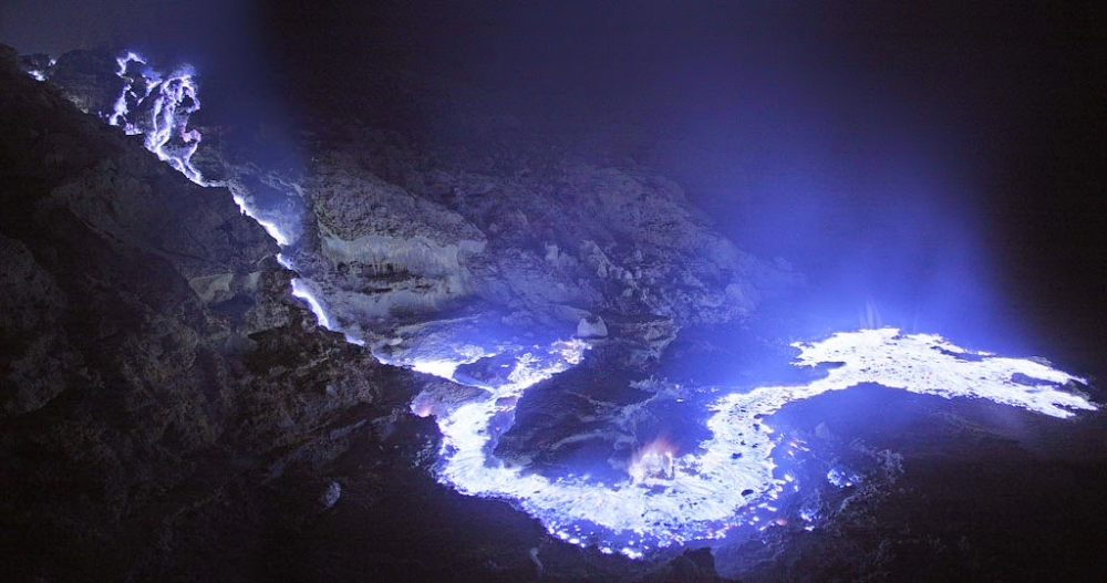Natural-Wonders-of-Indonesia-Kawah-Ijen-Banyuwangi