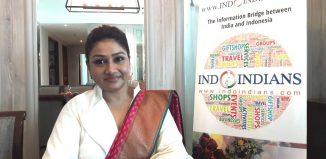 Dolly-Jain-Fastest-Saree-Draper-in-the-World