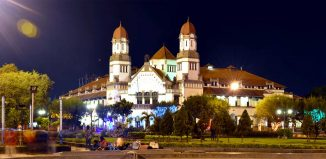 6-Spooky-Tours-in-Indonesia-Lawang-Sewu-Night-Tour