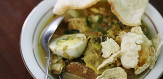8-Must-Try-Rujak-in-Indonesia-Rujak-Soto-Banyuwangi
