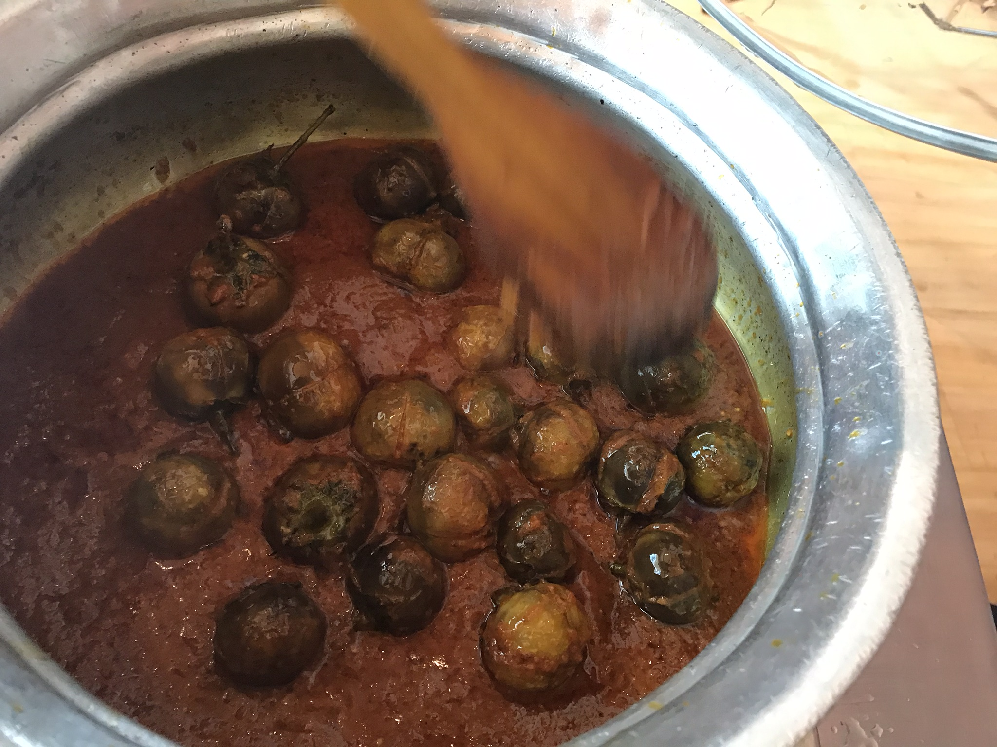 Bagahare Baigan in the heavy bottom traditional pot