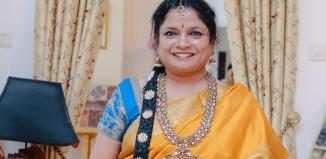 madisaar-9-yeards-saree-draping-siginificance-by-shanthi-seshadari-in-madisar-saree-syle-and-temple-jewelry