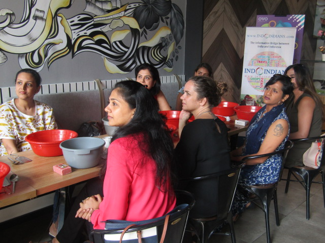 #EventReport Indoindians DIY Workshop with Rita Srivastava: participants waiting for instructions