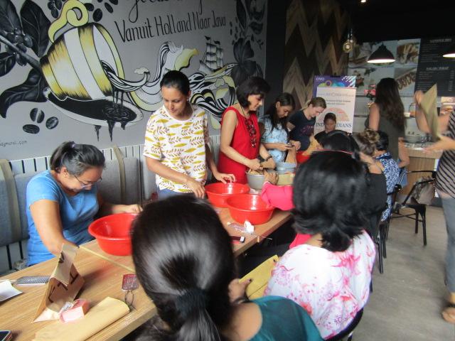 #EventReport Indoindians DIY Workshop with Rita Srivastava: mixing ingredients