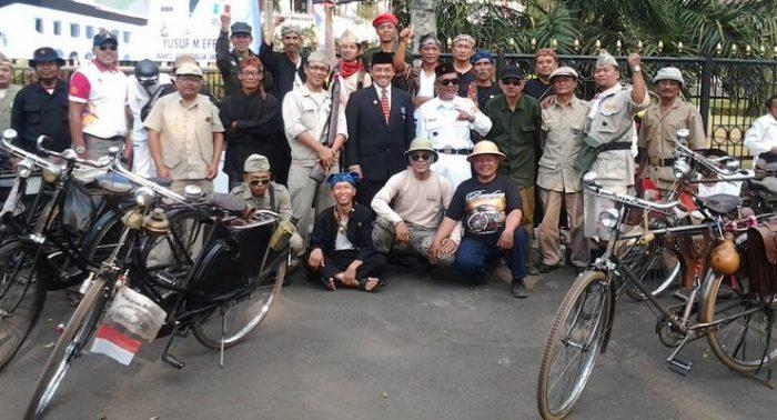 10-Most-Unique-Communities-in-Indonesia-Paguyuban-Sapedah-Bahela-Bandung-PSBB