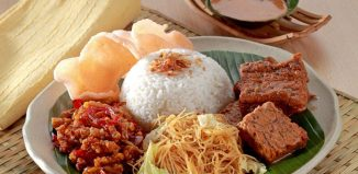 Most-Popular-Street-Food-in-Indonesia-Nasi-Uduk