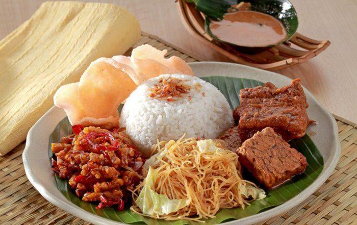Most-Popular-Street-Food-in-Indonesia-Nasi-Uduk