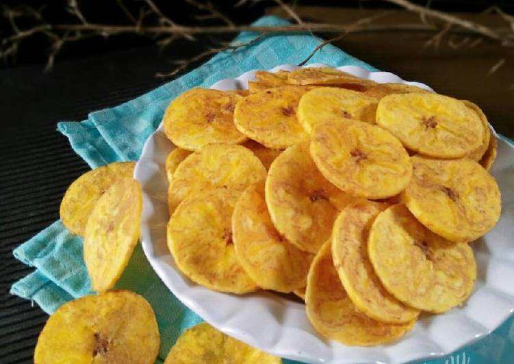 Indonesian-Snack-How-to-Make-Savory-Crunchy-Banana-Crisps