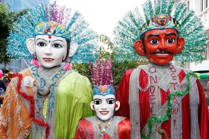 7-Souvenirs-You-Can-Buy-in-Jakarta-Miniature-Ondel-Ondel