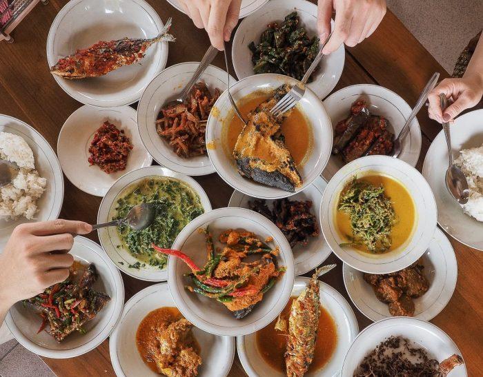 Top-5-Restaurants-to-Eat-Padang-Food