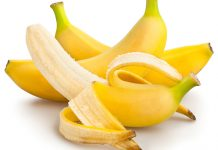 6-Natural-Ingredients-to-Remove-Under-Eye-Wrinkles-Bananas