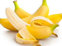 6-Natural-Ingredients-to-Remove-Under-Eye-Wrinkles-Bananas