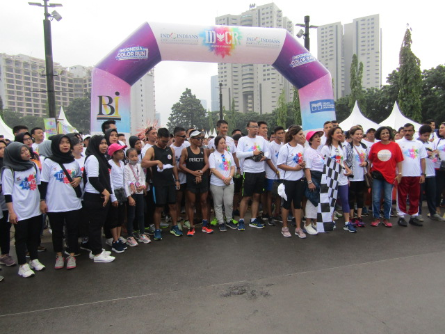 Event-Report-Indoindians-Holi-Color-Run-Flag-off-to-the-5k-Indoindians-Holi-Color-Run-by-Niharika-Yadav-CEO-AXA-Financial-Indonesia