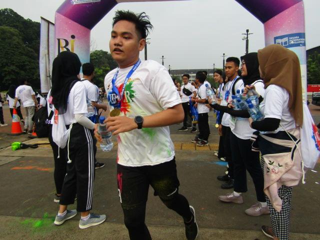 Indoindians Holi Color Run participant who has finished the marathon.