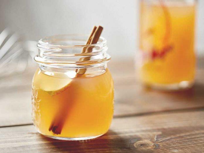 6-Detox-Drinks-For-a-Glowing-You-Apple-Cider-Vinegar-Detox-Drink
