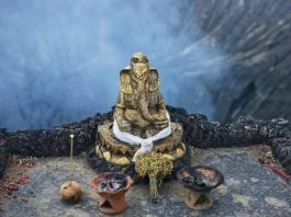 Experience-Lord-Ganesha-at-Mount-Bromo