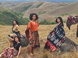 12-Traditional-Fabrics-of-Sumba