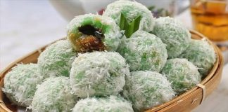 8-Indonesian-Snacks-that-are-Perfect-with-Coffee-Kue-Klepon