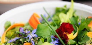 6 Edible Flowers That Are Full of Nutrition