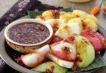 6 Most Popular Indonesian Foods with Peanut Sauce: Rujak Buah